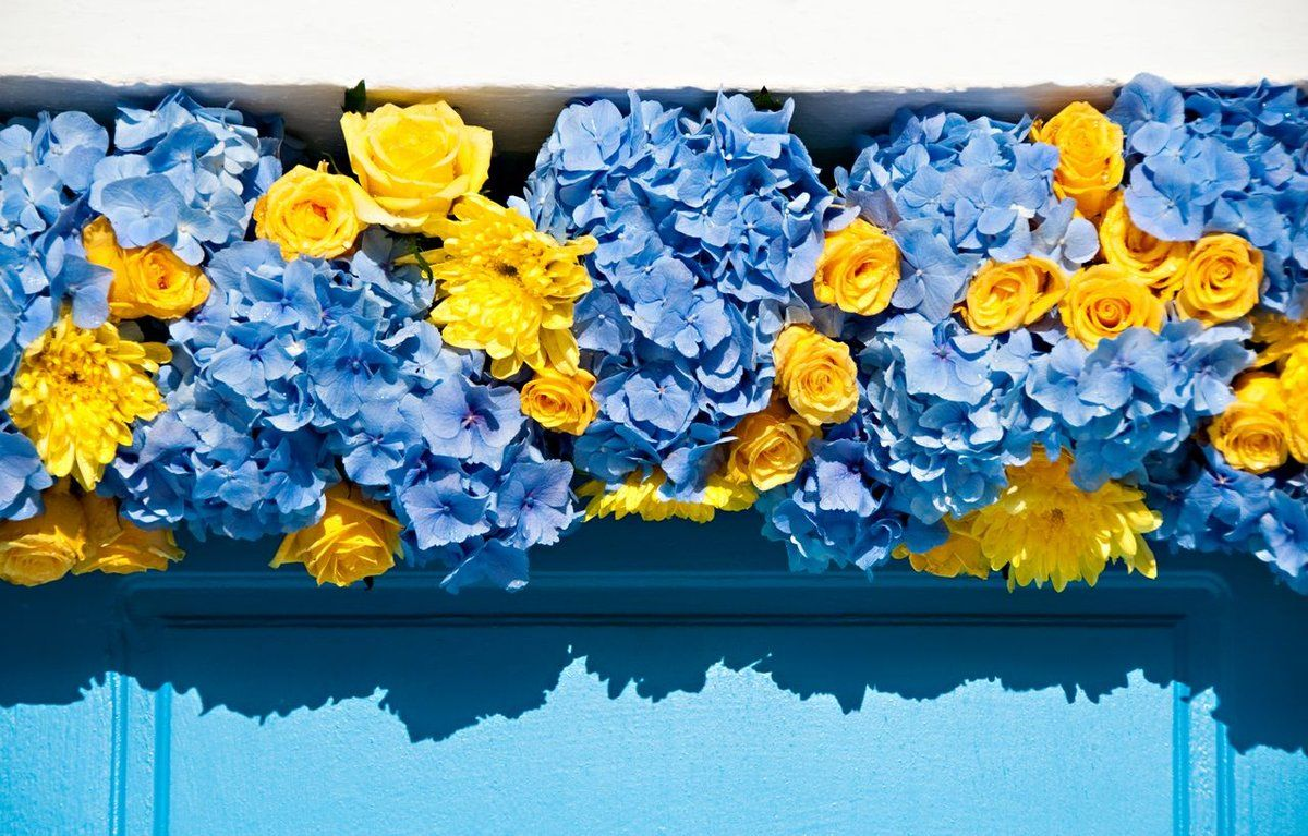brazilian wedding mykonos-blue and yellow wedding decoration 3